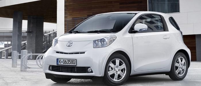 Toyota Iq 1 3 Vvt I Vs Smart Fortwo Brabus Automaniac
